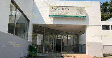 En abandono total el edificio del CADER en Tihuatlán