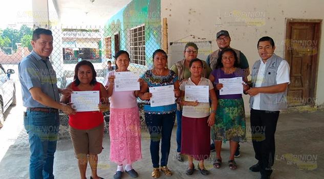 Entrega IVEA certificados de primaria y secundaria en Coatzintla