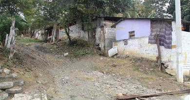 Exponen a familias de Poza Rica en Cerro del Mesón