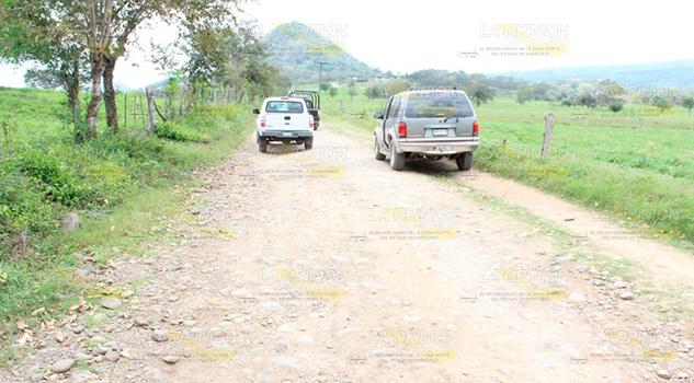 Habitantes de la Sierra de Otontepec buscan que Pemex repare sus caminos