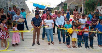 Inauguran obra de pavimentación en Coatzintla