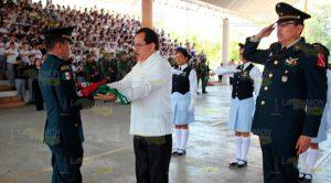Incineran bandera en la ESBO de Poza Rica, y entregan un nuevo lábaro patrio