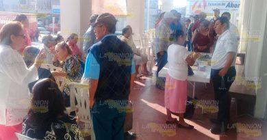 Jubilados y pensionados, cumplen con la supervivencia en Naranjos