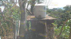 Niños de primaria en Tahuaxni sufren falta de agua; la acumulan con las lluvias