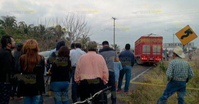 No hay paso en la carretera Cardel - Poza Rica por choque