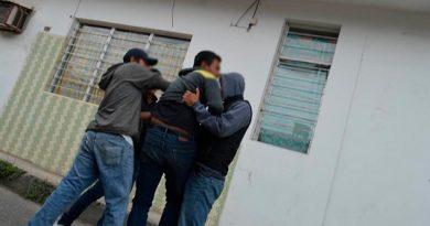 Presunto acosador es capturado y golpeado por ciudadanos en Papantla