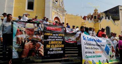 Protestan galleros en Xalapa, piden legitimidad para su actividad