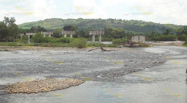 Puente La Máquina, promesa política en Francisco Z. Mena