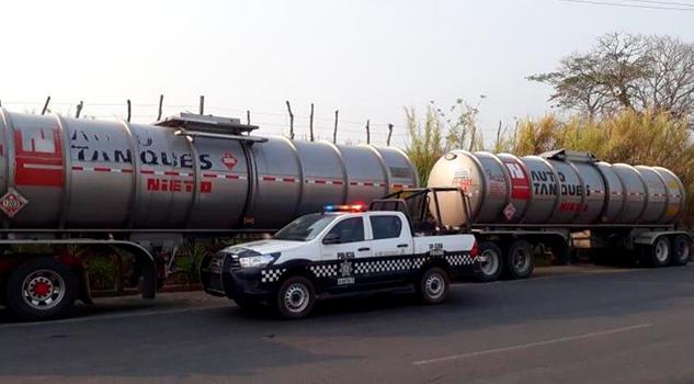 Recuperan pipa, tráiler y taxi robados en varios puntos de Veracruz