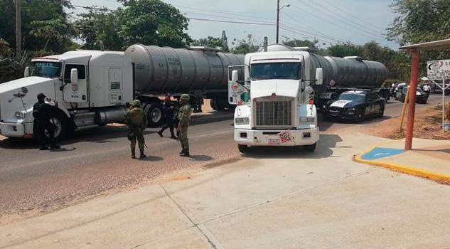 Recuperan pipas de hidrocarburo en Cosoleacaque, un detenido