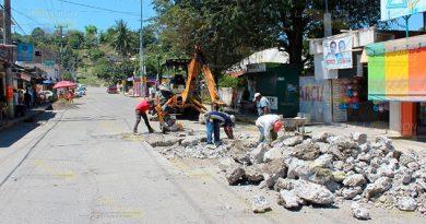 Rehabilita Ayuntamiento de Coatzintla calles con baches