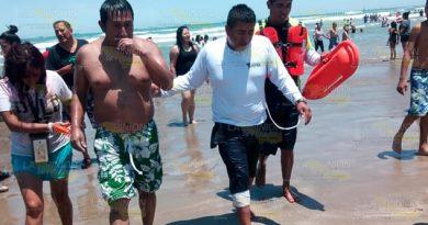Rescatan a turista en Playa Dorada de Tuxpan