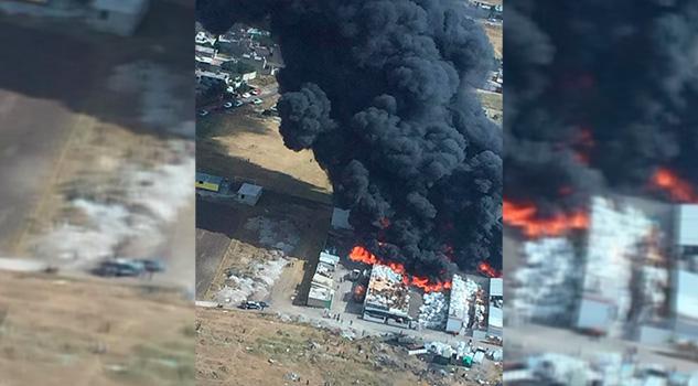 Se incendia recicladora de plásticos en El Tejocote, Toluca