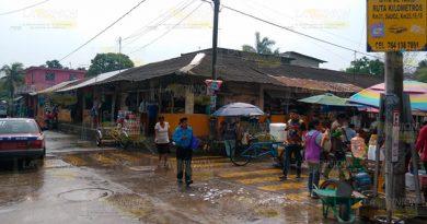 Temen desalojo comerciantes del mercado municipal de Cazones