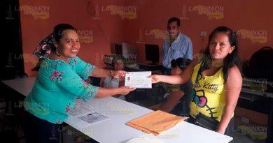Tras varios años, IVEA de Espinal entrega de certificados de primaria y secundaria