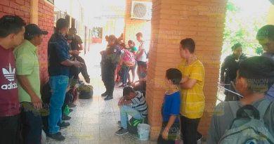 Trasladan a Acayucan a los indocumentados localizados en hotel de Tuxpan