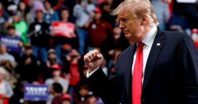 Trump dice que está observando con atención situación en Venezuela