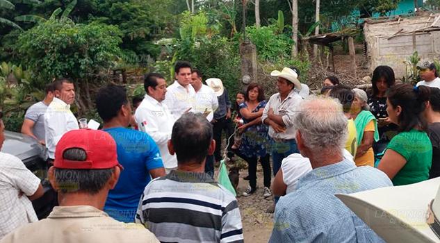 Vecinos se quejan de imposición de obras en Tihuatlán