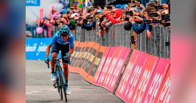 Carapaz se exhibe en Courmayer; es líder del Giro