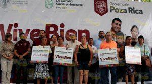 """Alcalde de Poza Rica entrega 300 tinacos dentro del programa """"Vive Bien"""""""