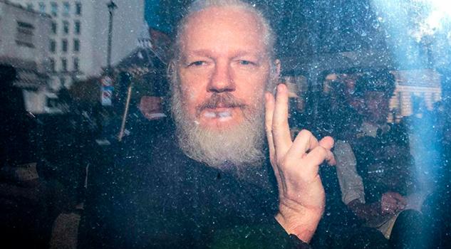 Assange muestra señales de tortura psicológica