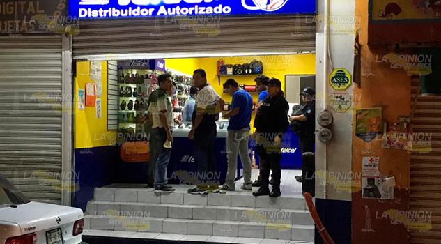 Atracan tienda de celulares en el centro de Papantla