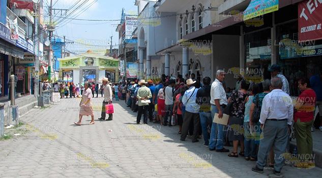 Caótico pago de programas sociales en Álamo