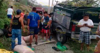 Camioneta arrolla a grupo de personas, un muerto y dos lesionados