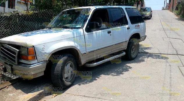 Camioneta sin frenos se estrella en cerca de vivienda en Cerro Azul