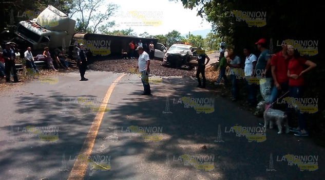 Choca tráiler contra camioneta en la México - Tampico