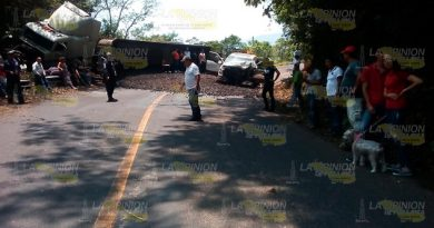 Choca tráiler contra camioneta en la México – Tampico