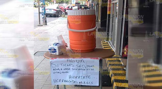 Ciudadanos combaten la ola de calor en Poza Rica