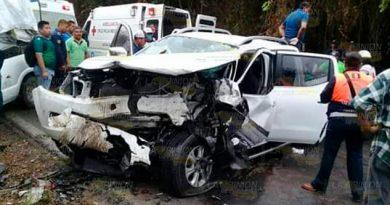 Convalecen heridos del choque entre camionetas en la Naranjos - Chontla