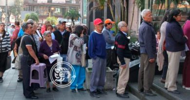 Denuncian retraso en pagos del programa 70 y mas en Veracruz