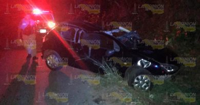 Destrozan auto en accidente sobre la carretera Tuxpan - Tamiahua