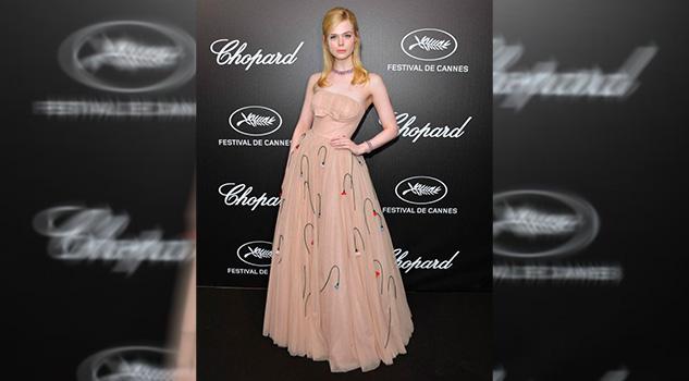 Elle Fanning se desmayó en Cannes por llevar un vestido muy ajustado