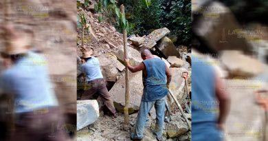 Habitantes de Coahuitlan sin agua por derrumbe
