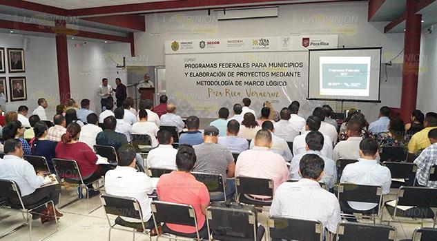 INVEDEM capacita a 52 alcaldes en Poza Rica