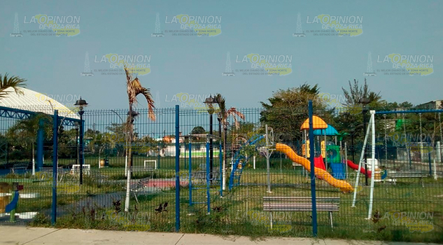 Inauguran parque en Tuxpan, sigue inconcluso