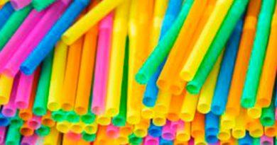 Inglaterra prohíbe artículos plásticos a partir de 2020