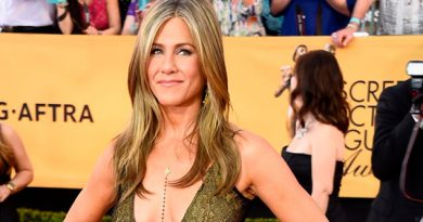 Jennifer Aniston posa topless a sus 50 y se ve fenomenal
