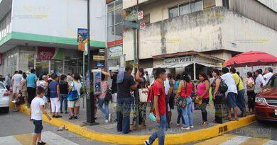 Largas filas para cobrar 14 mdp en la Secretaría de Bienestar zona norte