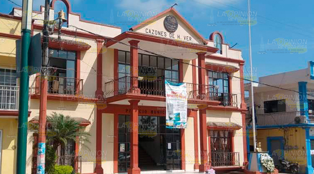 Más broncas en el Palacio Municipal de Cazones de Herrera
