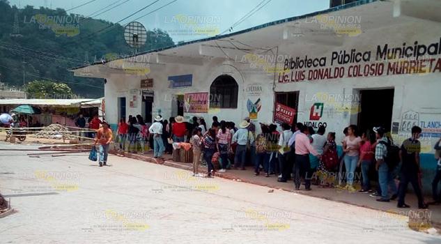 Mal servicio ofrece Telecomm en Tlanchinol, Hidalgo, alumnos molestos
