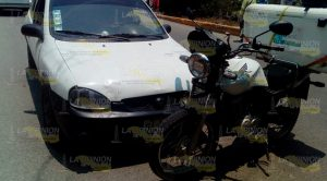 Mototortillero atropellado por auto que circulaba en sentido contrario