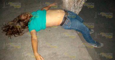 Mujer muere afuera de un hospital en Poza Rica (2)