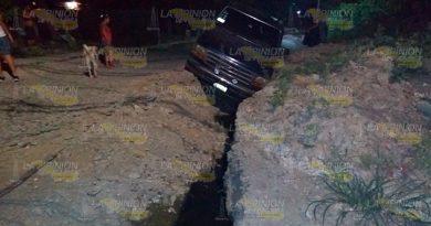 Por poco se mata al caer a peligrosa excavación en Álamo