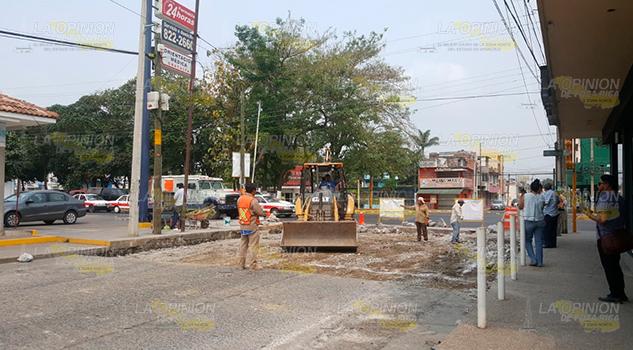 Reparación de calle 2 de enero genera tráfico y molestia en Poza Rica