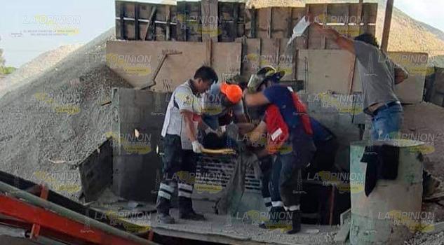 Se destrozó la pierna en accidente laboral en Huejutla, Hidalgo