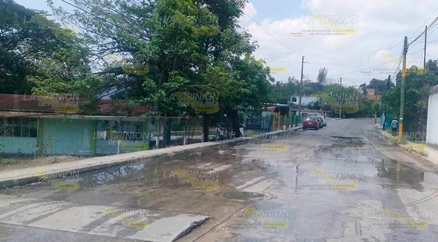 Se quejan de drenaje colapsado en Cerro Azul